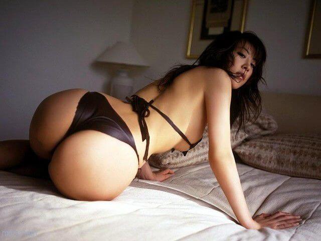 Азиатки обножают свои секси попки