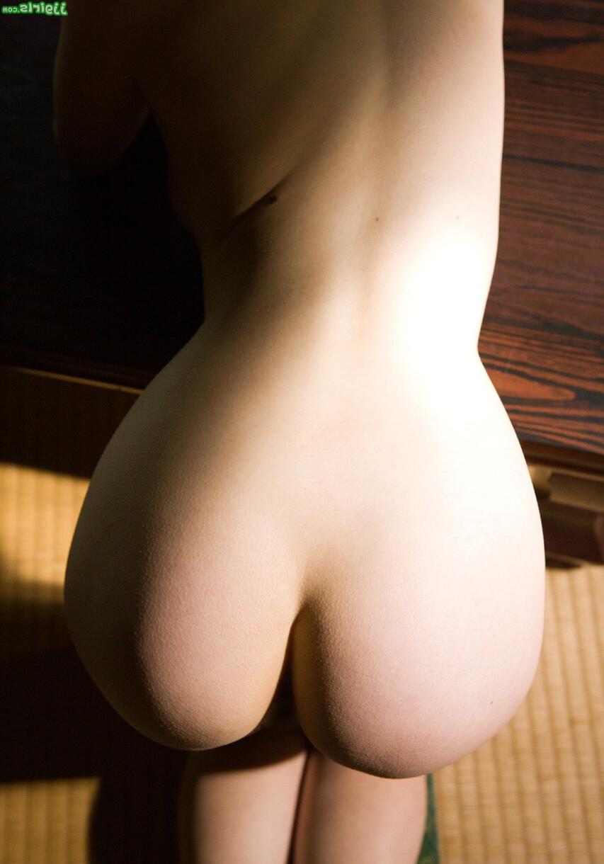 Попа и большая грудь японской актрисы Саки Окуды