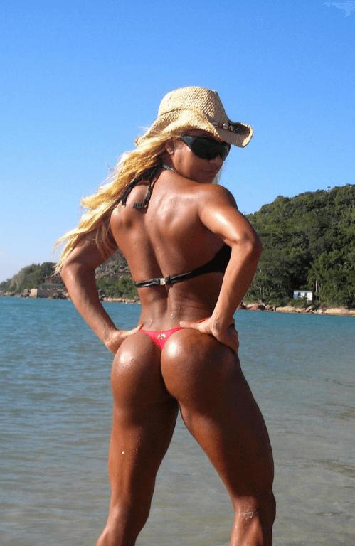 Попа бразильской бодибилдерши Флавии Крисос