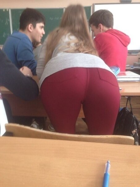 Попки русских школьниц — 23 фото