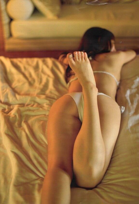 Китайские женщины в постели — фото красивых задниц
