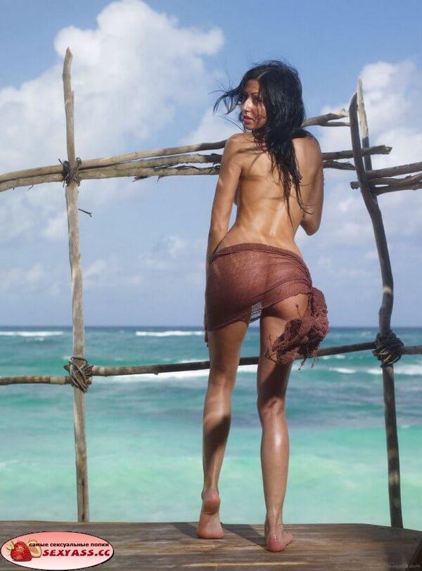 Классные задницы на морском побережье