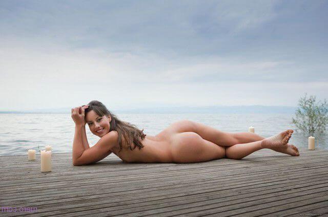 На песке у моря блядский зад не знает горя
