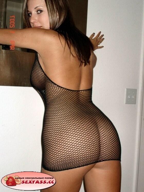 Проститутки сверкают слегка одетыми жопами