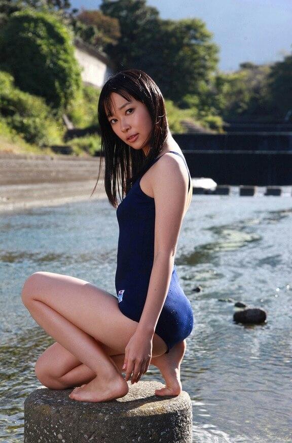 Сексуальные китаяночки в купальниках