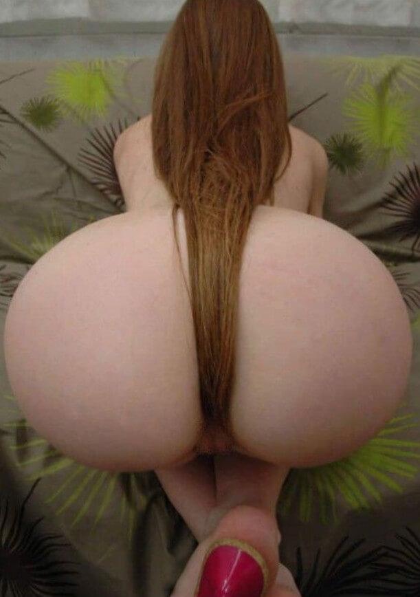 Голые попки рыжих девушек