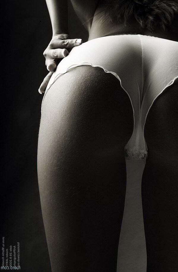 Черно-белые фото развратных жоп