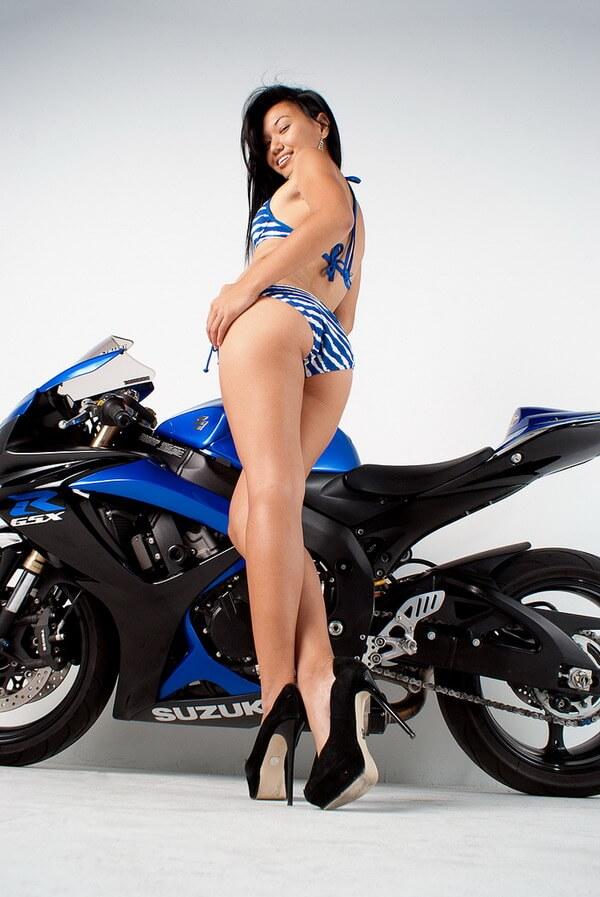 Девушки на мотоциклах — фото классных попок