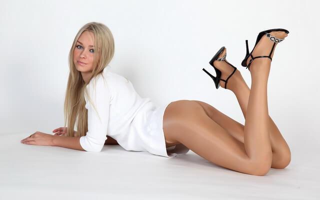 Девушки в одежде — секси попки