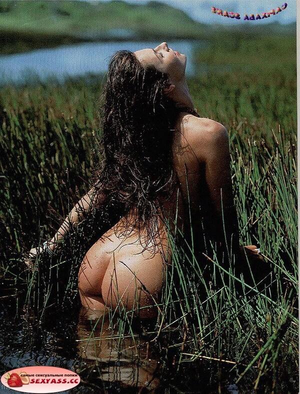 Голенькие попки в чистом поле