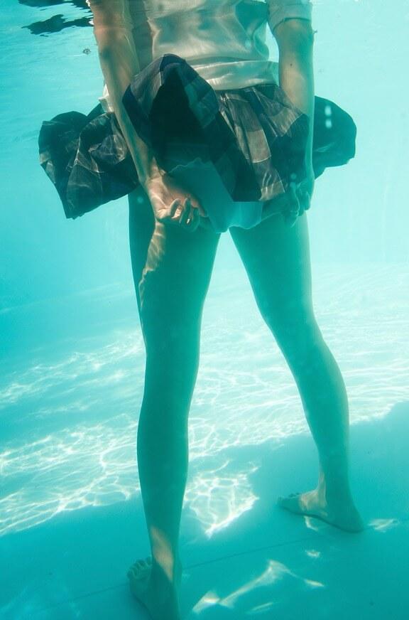 Китаянки в бассейне — фото задниц
