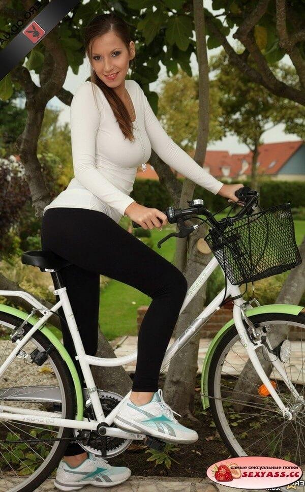 Красивые попки на вело, мото
