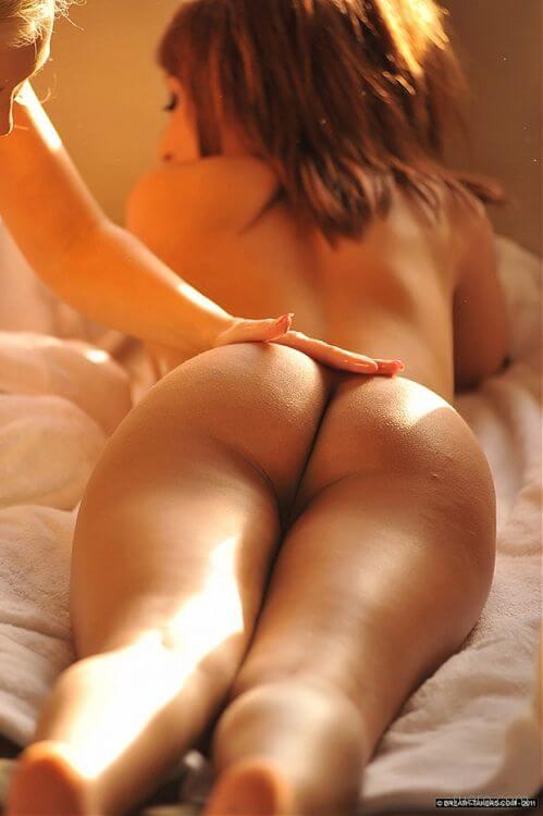 Симпатичные попки лесбияночек