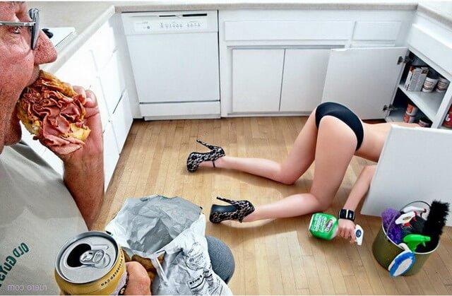 Секси попы в трусиках на кухне