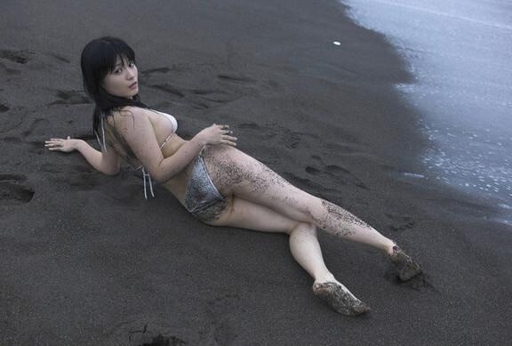Сексуальные азиатки на пляже — фото