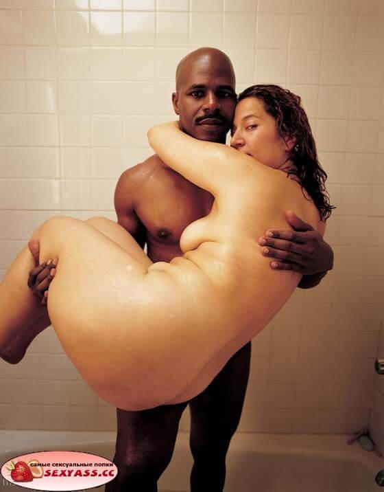 Сексуальные большие попы без трусов