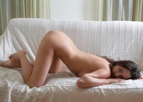 Сексуальные попки на диване