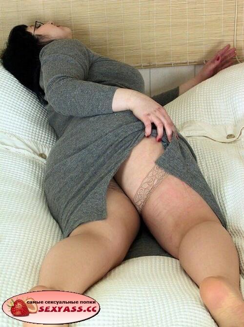 Слегка одетые зрелые задницы