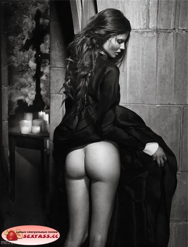 Задранные юбки на красивых задницах