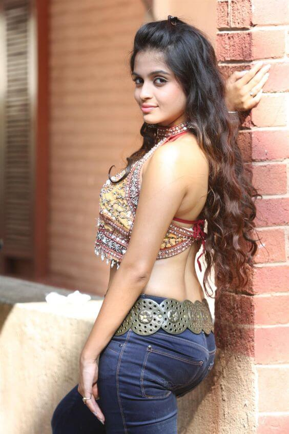 Девушки из Индии — Секси попы в одежде