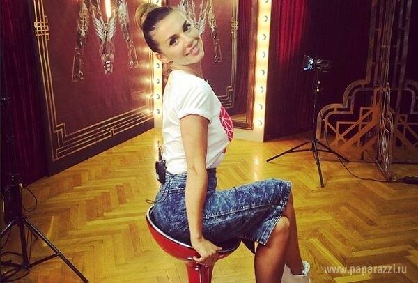 Эротично оголённая попа Анны Седаковой