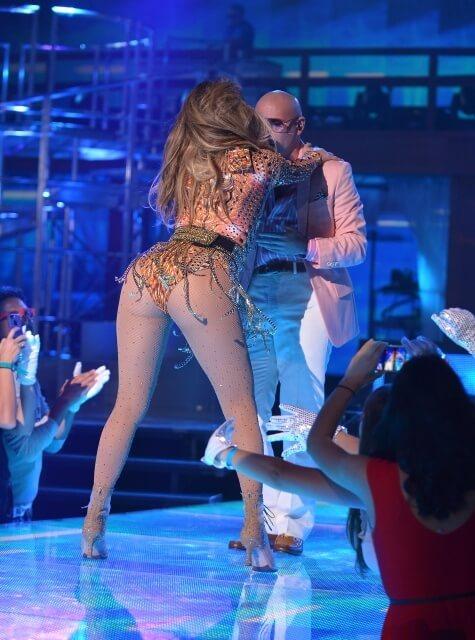 Невероятно сексуальная задница Jennifer Lopez