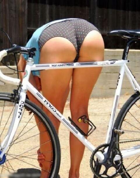Попки девушек на велосипедах