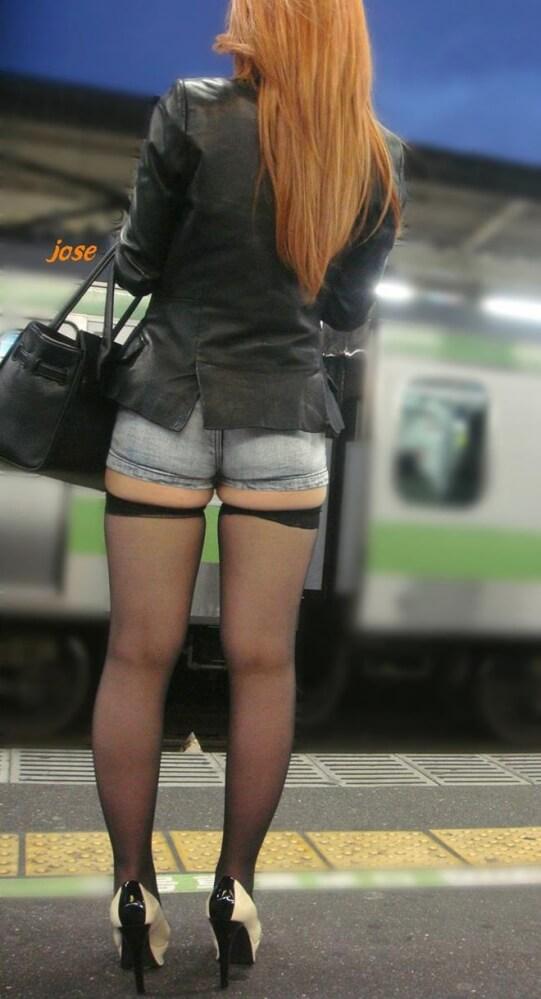 Попка азиатки в одежде — 24 фото