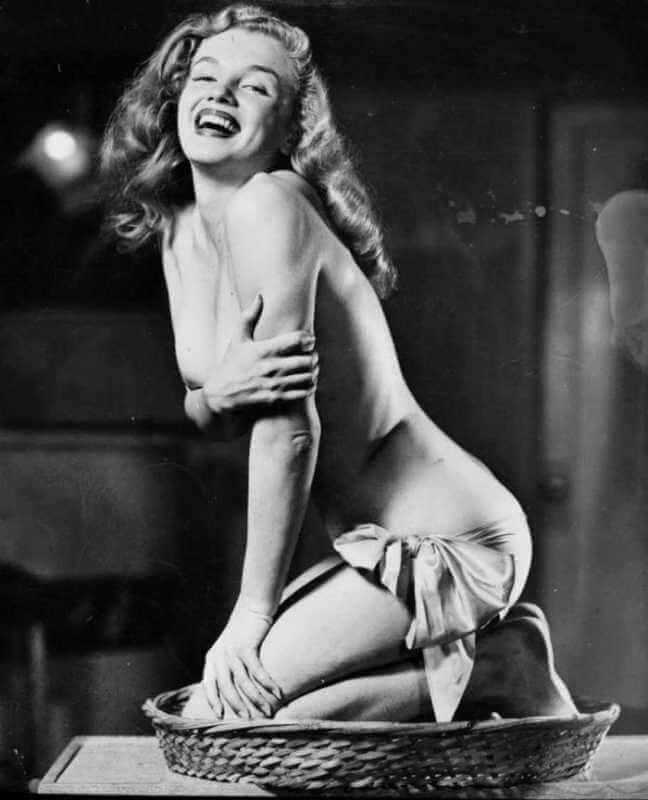 Ретро эротика — Попка и грудь Мерлин Монро