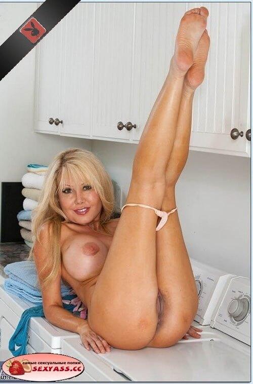 Попки сексуально развращённых блондинок