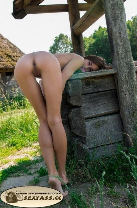 Проститутки показывают свои раздолбанные попы