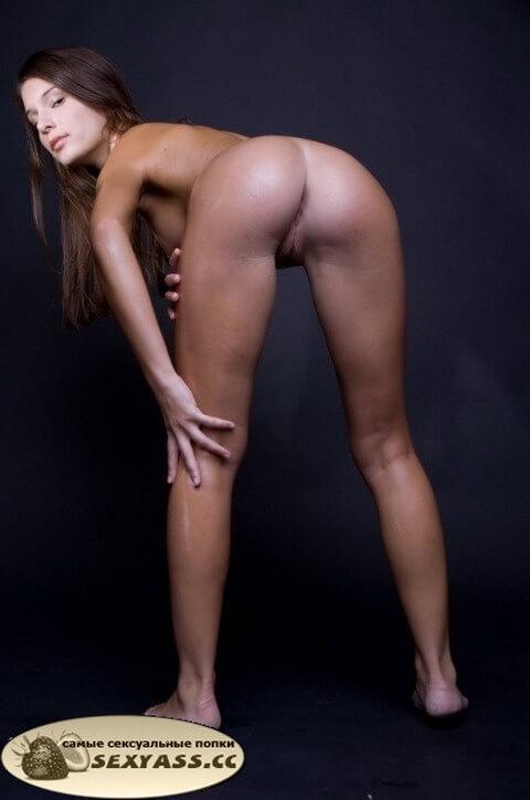 Голые бляди обнажили до безобразия свои задницы
