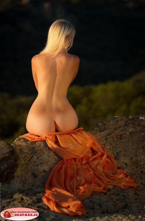 Оголённые эротик ягодицы раскрасавиц