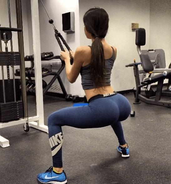 Спортивно-эротичные попы в спортзале — 40 фото