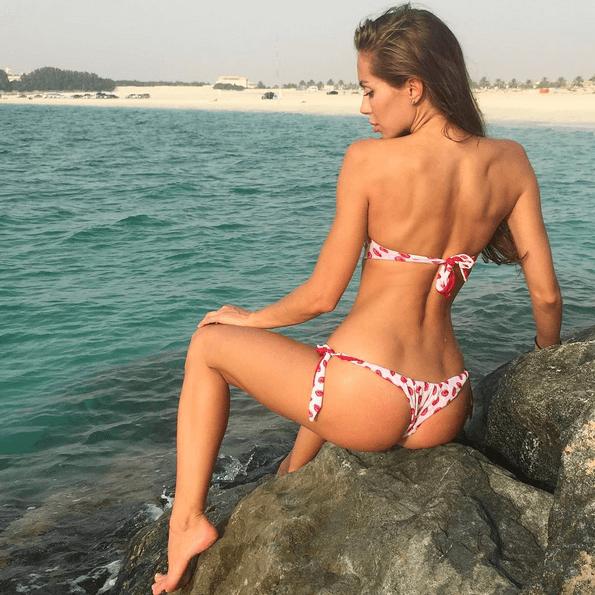 Звезда Instagram Галина Миргаева позирует попкой